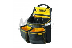 DeWALT Szerszámtartó és szögtartó táska  DWST1-75650  DeWALT Szerszámtartó és szögtartó táska Különböző méretű zsebek és akasztók segítik a rendszerezést. Erős és tartós poliészter anyagból készült, alul erős műanyag borítás nyújt védelmet a kopás ellen. Plusz megerősítés fém szegecsekkel és bőrrel a súrlódási pontokon. Beépített fém mérőszalag és bőr csavarhúzó tartóval, szögtartó zsebbel. 290 mm x 180 mm x 360 mm